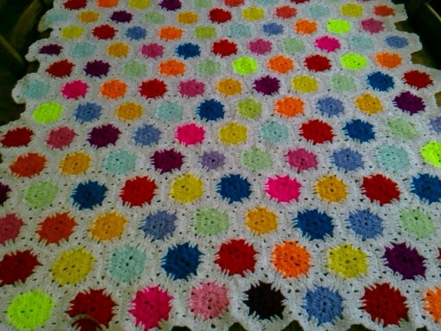 CROCHET BLANKET  Handmade hexigan design with centre flower  Style with White border  (nannycheryl original) 774
