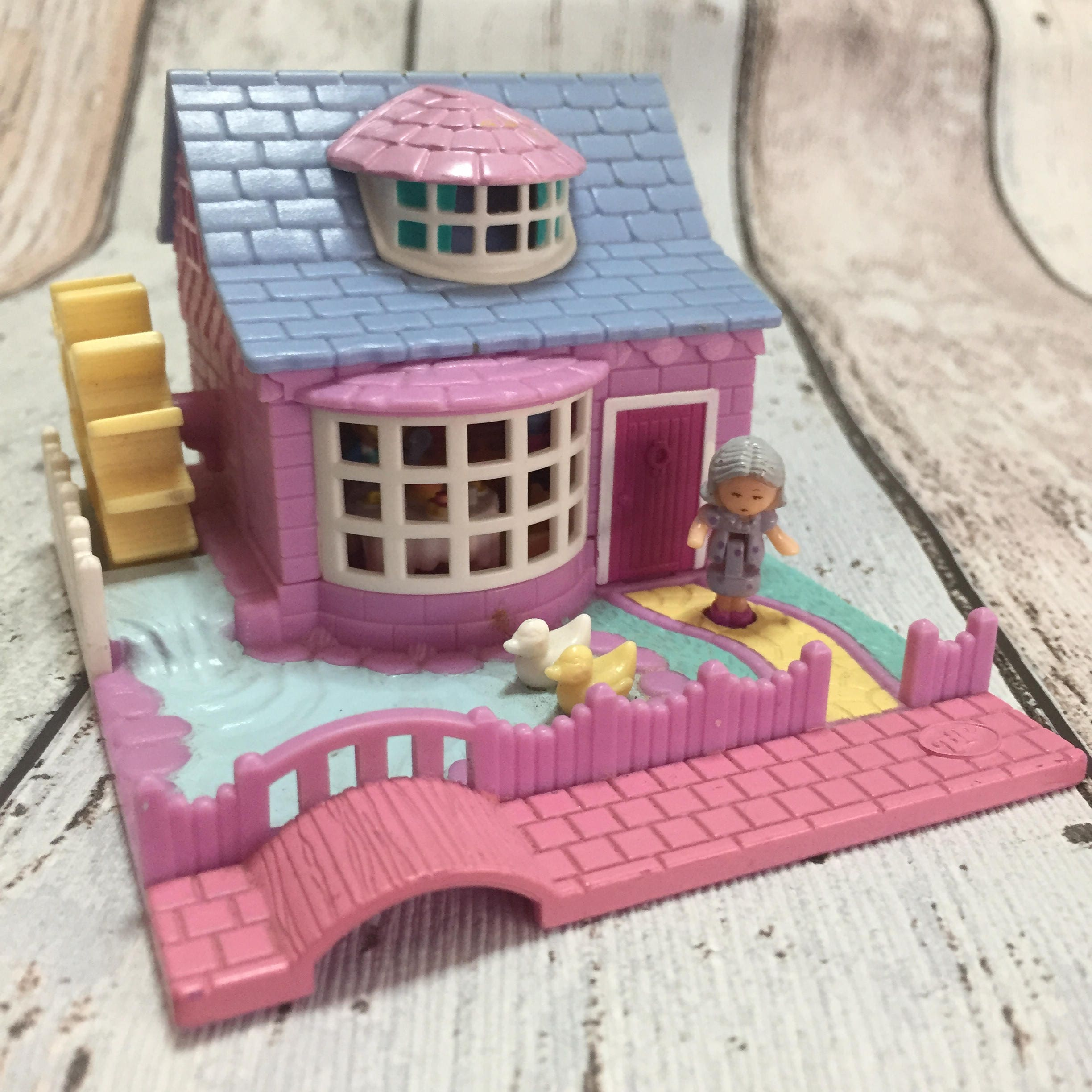 Polly Pocket 1994 Granmas cottage watermill inc both figures no cookie sheet