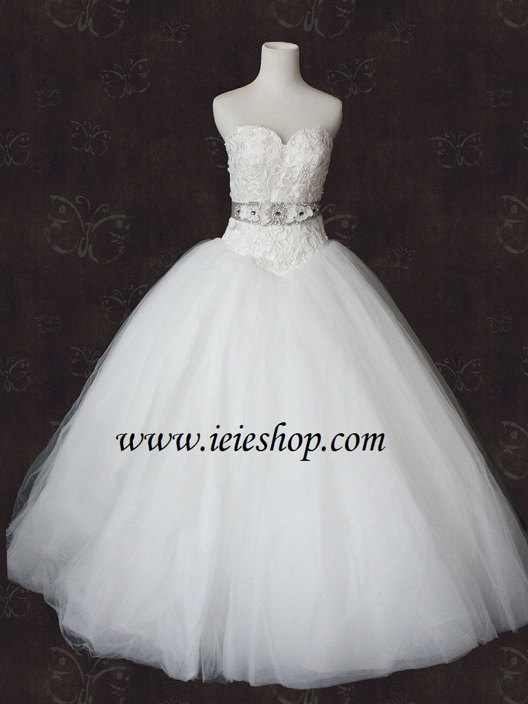 Bride war movie timeless big tulle ball gown wedding dress for Huge ball gown wedding dresses