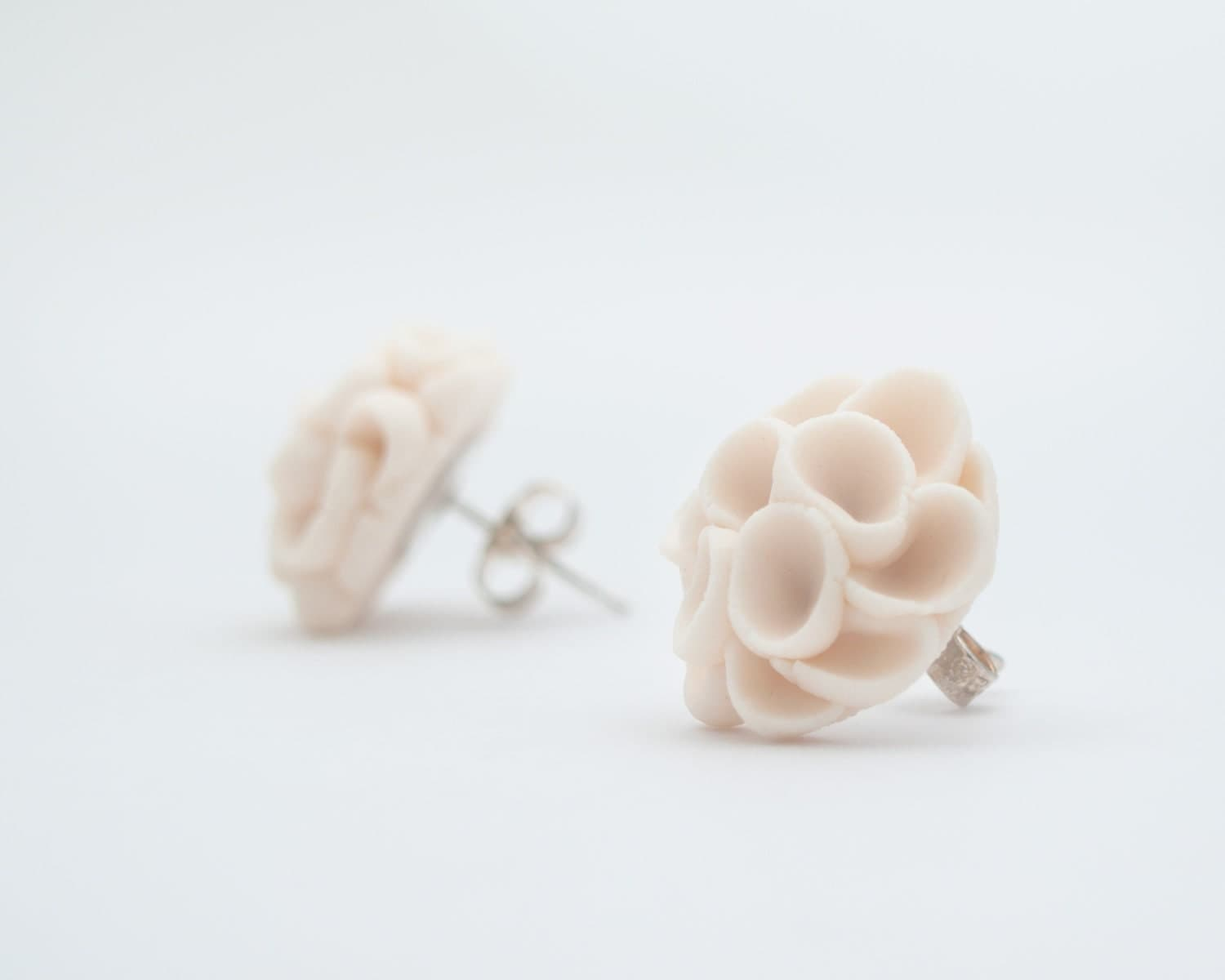 Earrings Studs , Khao-Lak Post Earrings With Porcelain Flowers, Nougat Color
