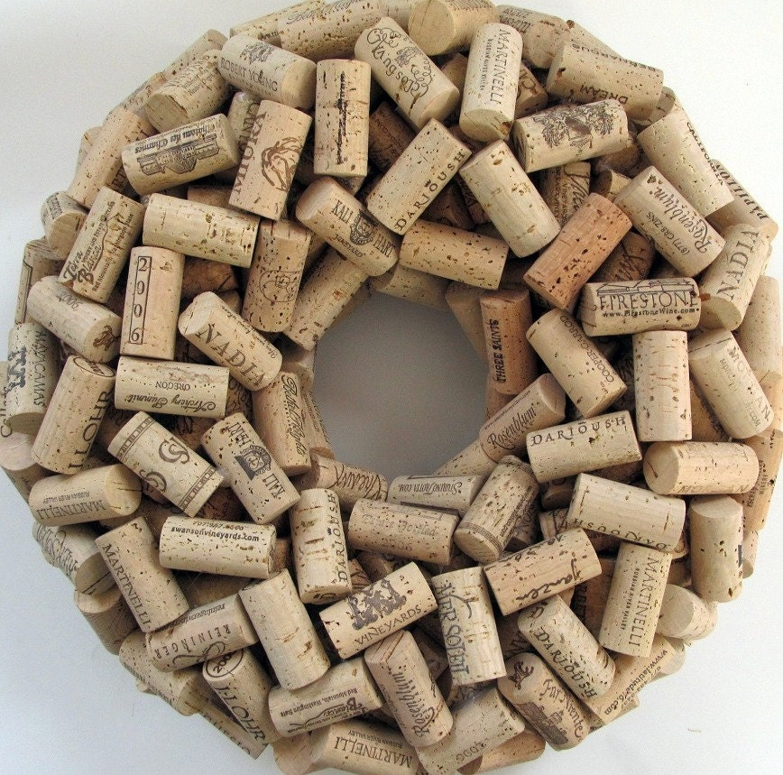 Wine cork wreath 16 simple natural rustic by lizziejoedesigns for Simple cork