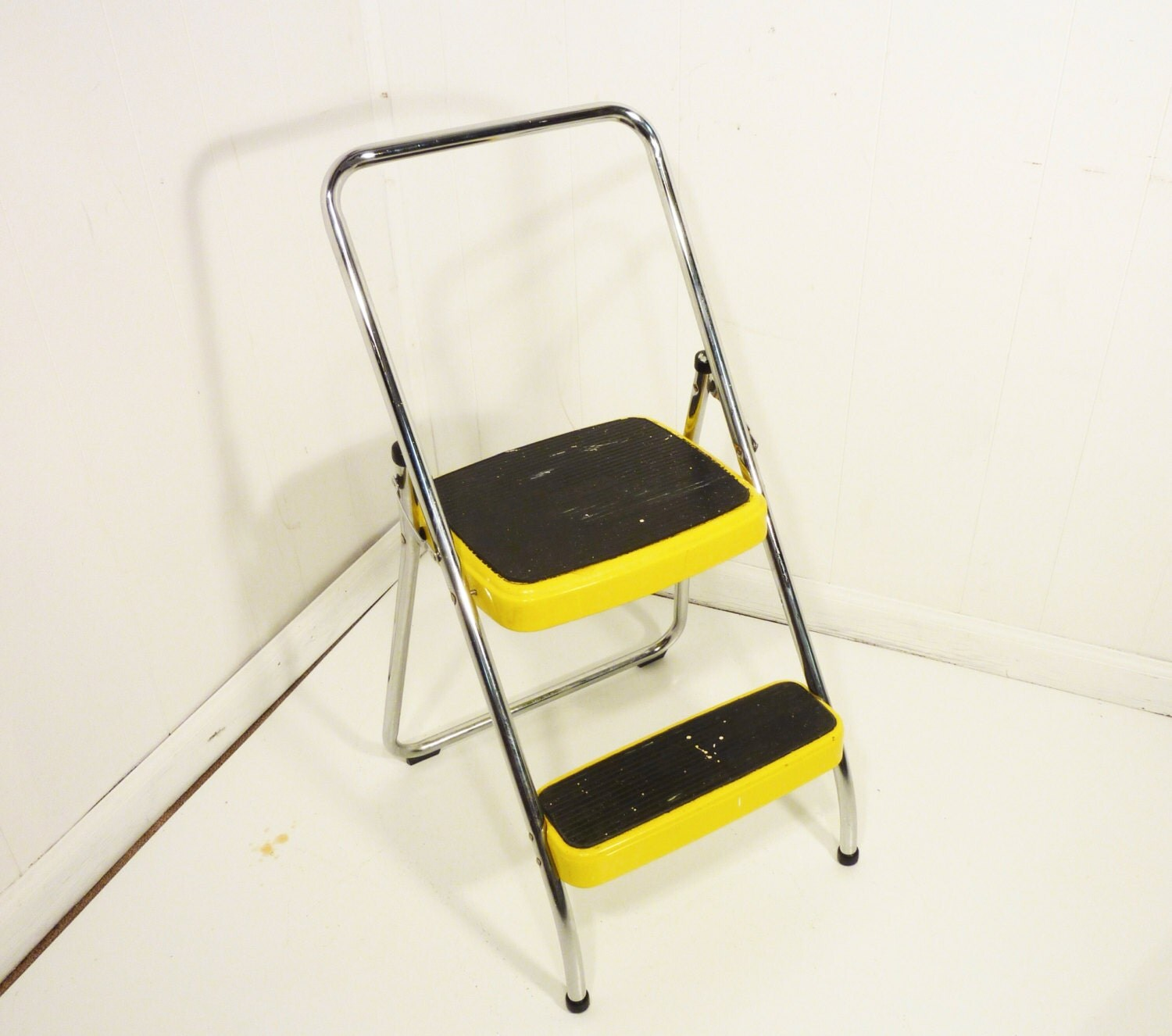 retro 50s Yellow vintage step stool kitchen stool by  : ilfullxfull491075517dq7n from www.etsy.com size 1500 x 1326 jpeg 207kB