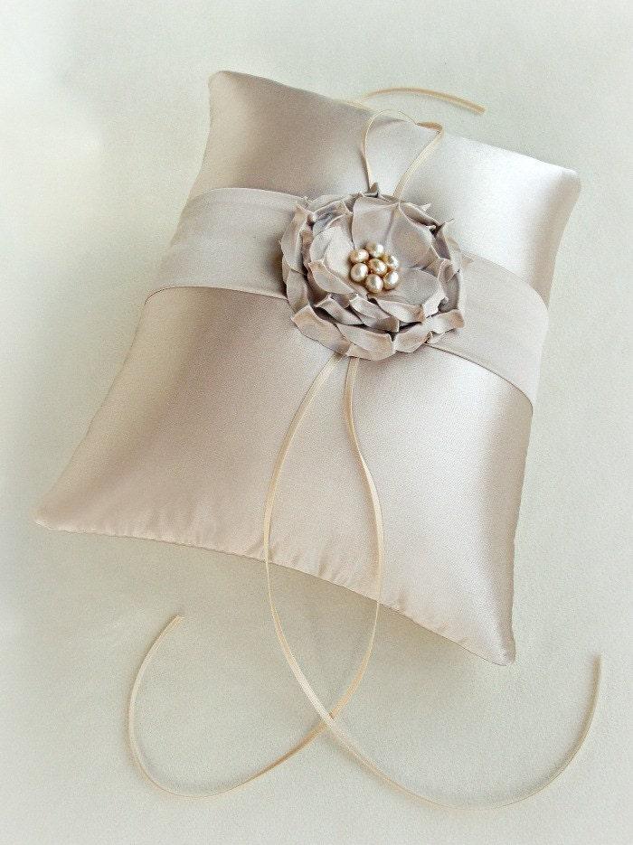 Шампанское София Роуз Шелковый кольцо предъявителя подушку