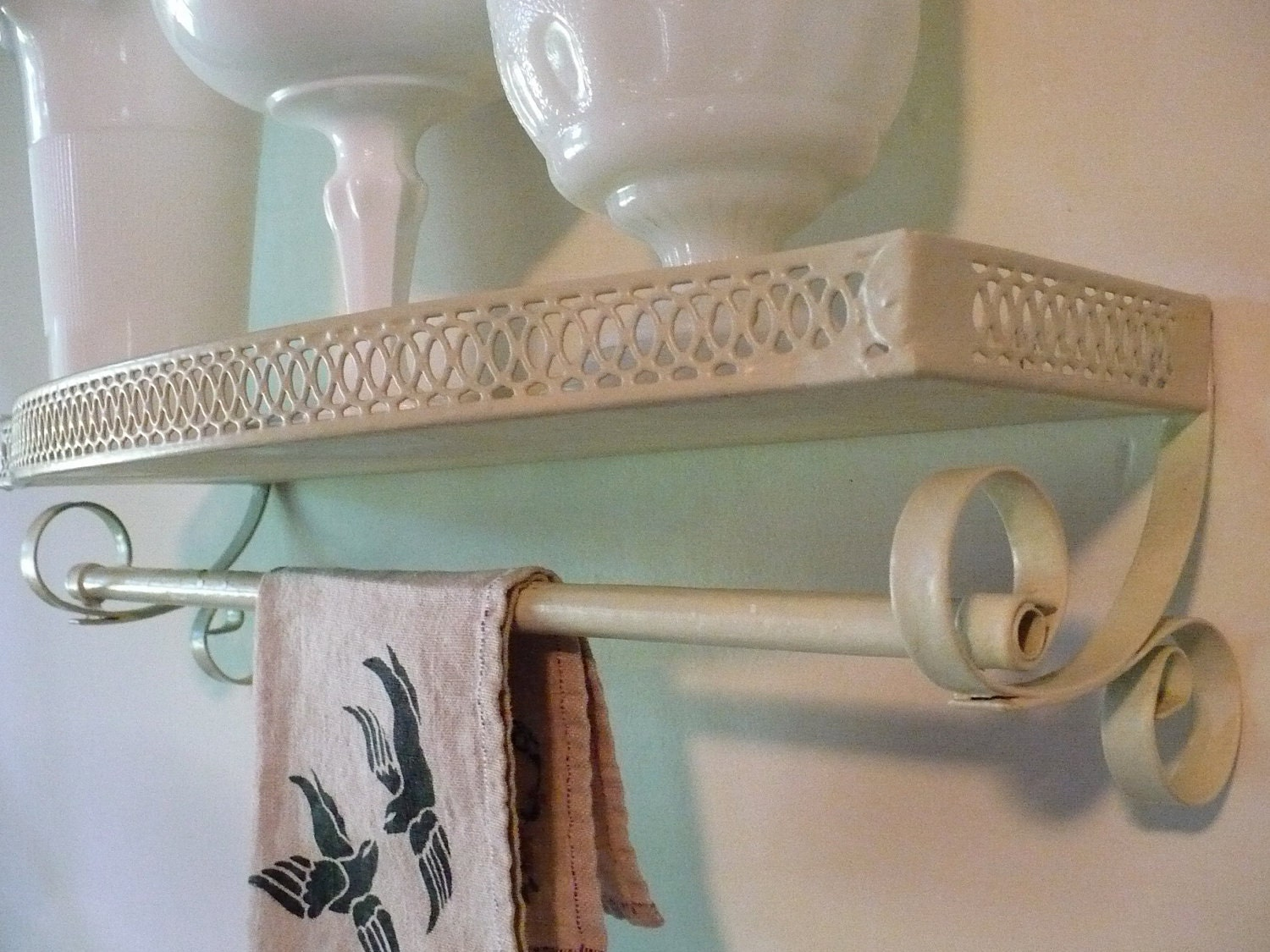 vintage painted metal wall shelf with towel bar by inmynest. Black Bedroom Furniture Sets. Home Design Ideas