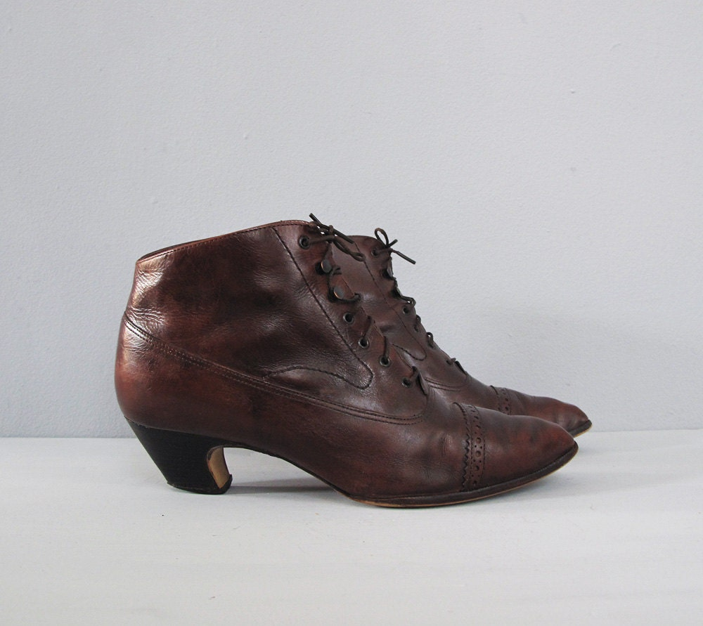 vintage brown leather lace up ankle boots w heels by