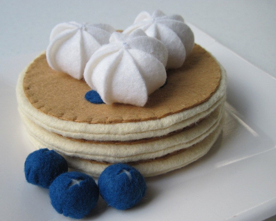 Felt Food Blueberry Pancakes - FiddledeeDeeCraft