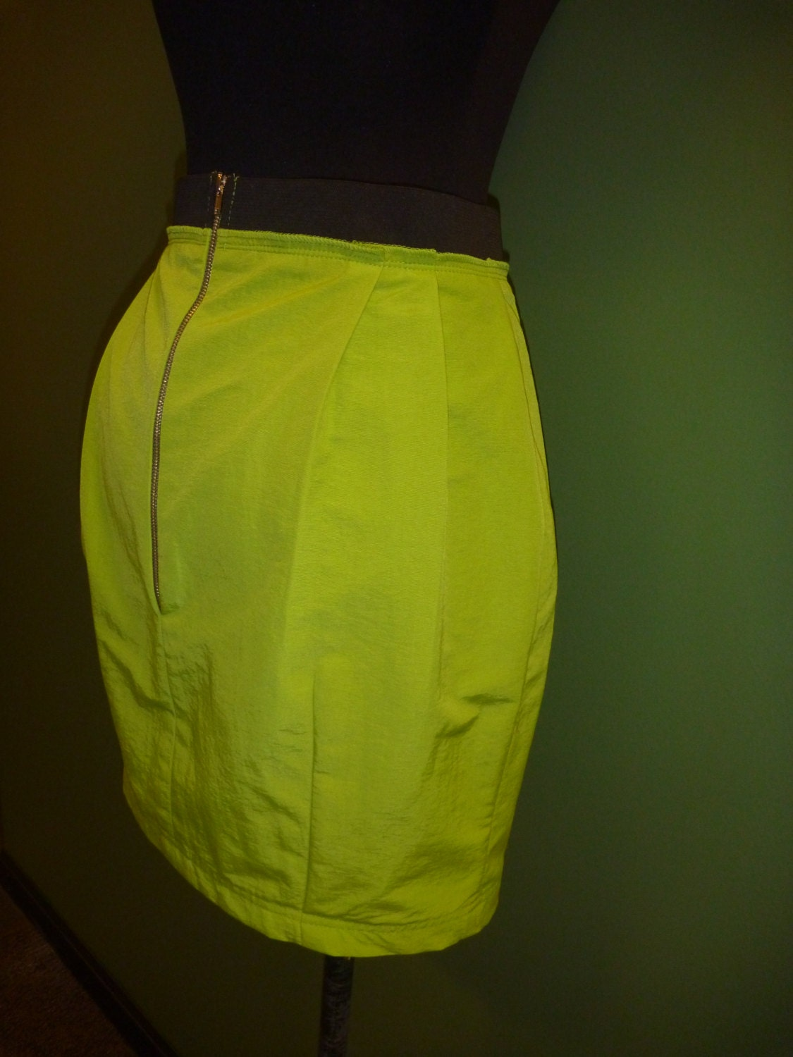 Green Tulip shape skirt.Size M - BOVETTA
