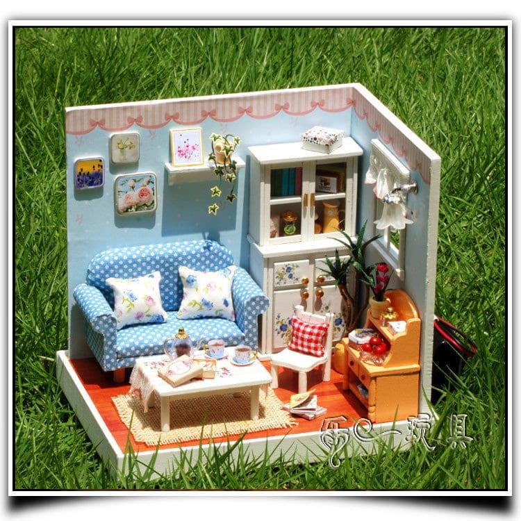 Как сделать домик для маленькой куколки 40