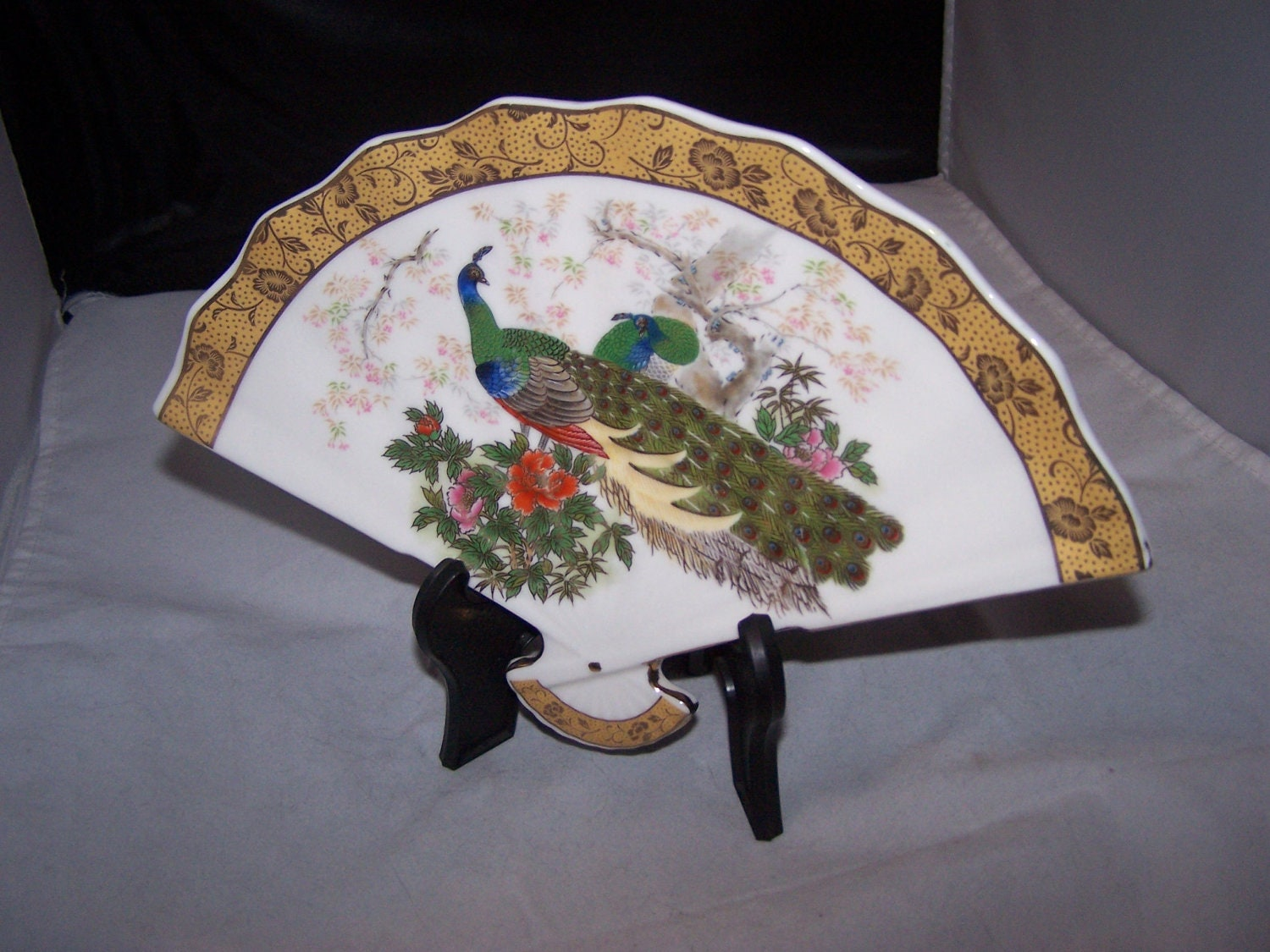 PEACOCK FAN DISH With stand Japan - vintagebyrudi