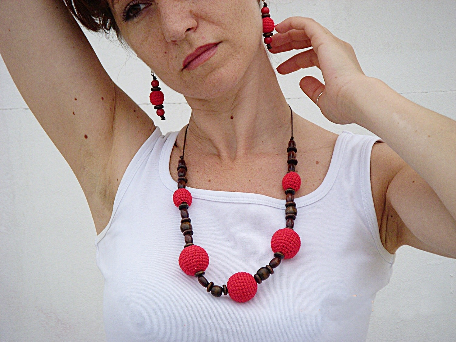 Crocheted necklace in red with  wooden beads - DesireKnitAndCrochet