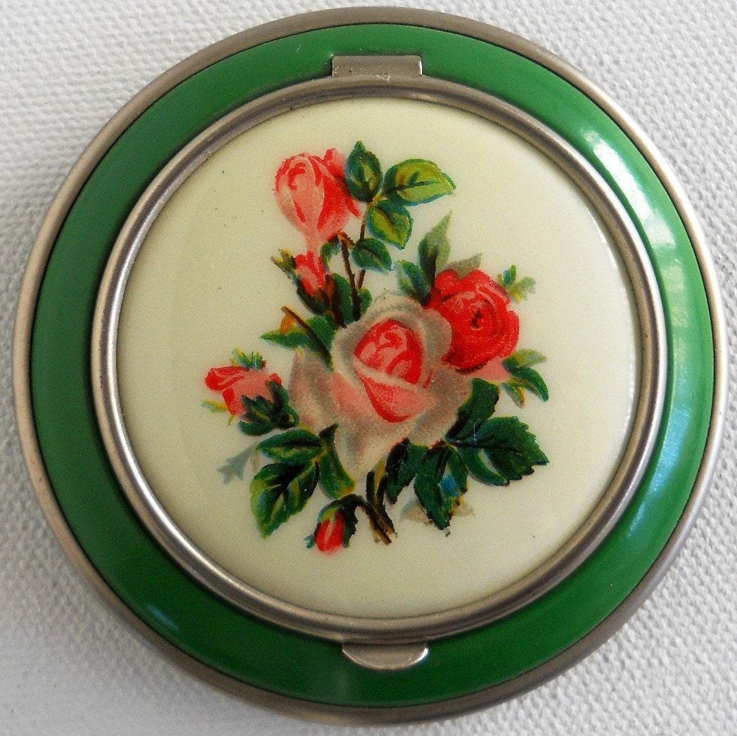 Vintage Powder Compact, Green Enamel with Pink Rose Bouquet Design - ElasVintageFinds