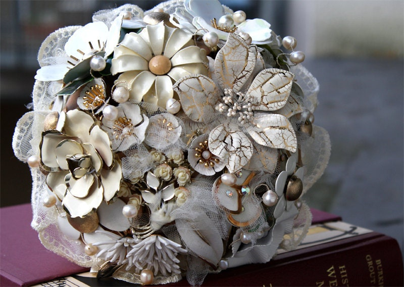 CREAMY EDEN vintage Brooch wedding Bouquet with fresh water pearls and