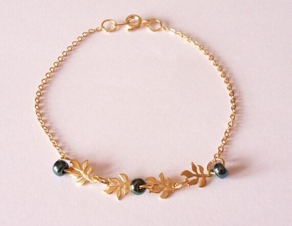 Charm bracelet, bracelet chaine, bracelet en plaqu or, bracelet simple, bracelet perles, bracelet dainty, bijoux modernes par SABOTAGEandCO