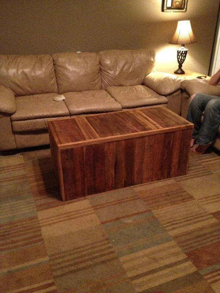Almacenamiento del tronco de madera reciclada.