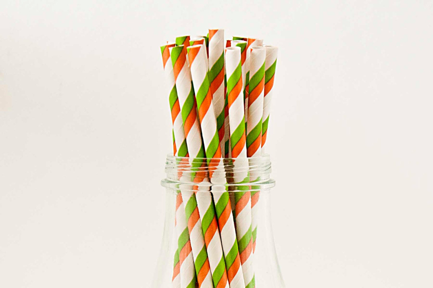 25 Orange and Green Paper Straws, Drinking Straws, Cake Pops, ORANGE and Green Tailgates, Carnival Party - FancyThatLoved