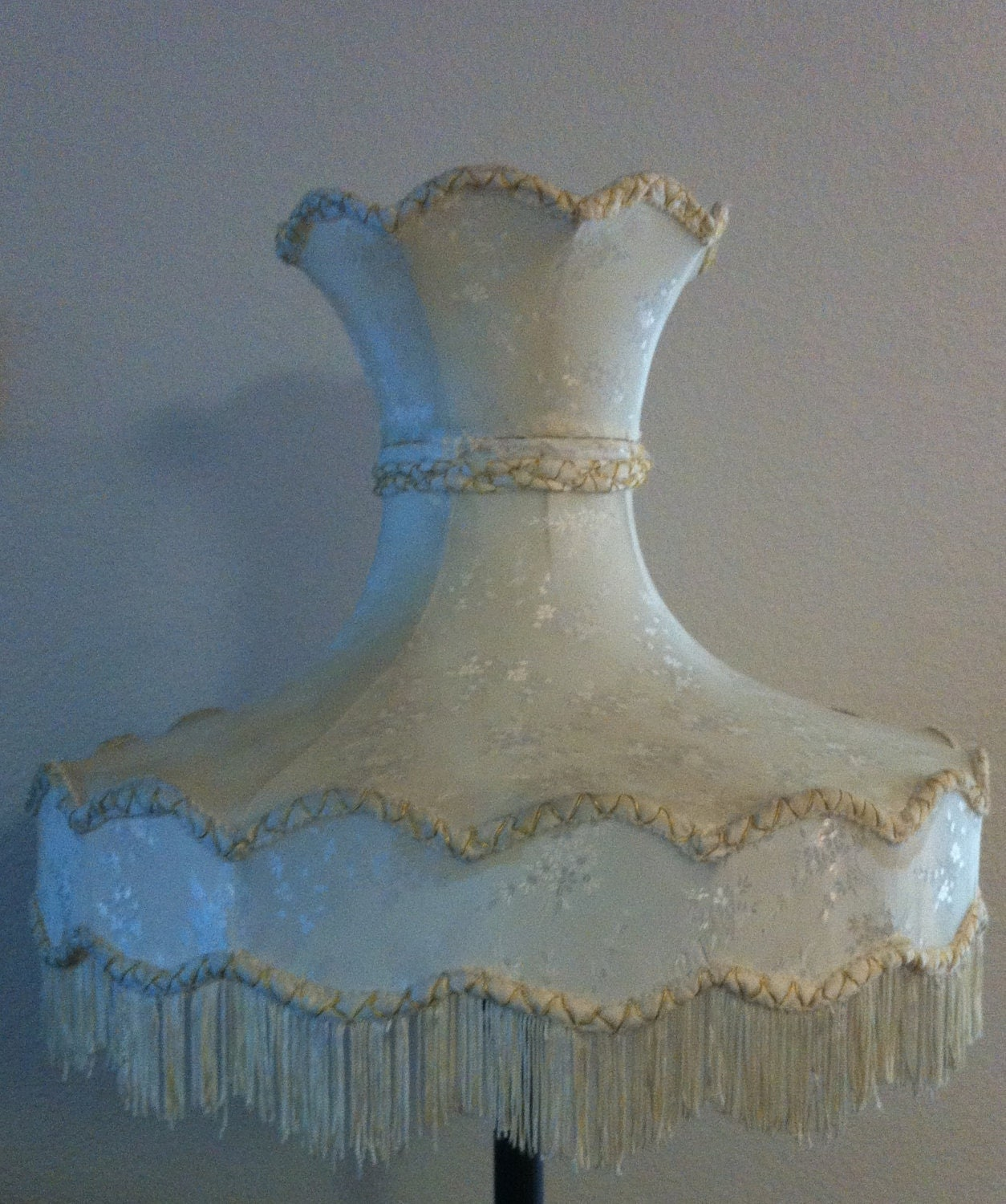 Victorian Lamp Shades on Large Antique Victorian Vintage Ivory Lamp Shade W  Gold Detail