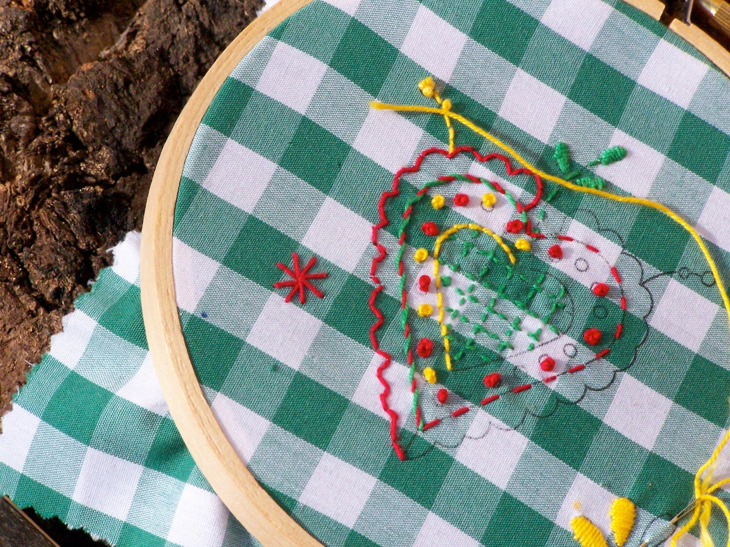 Hand Embroidery pattern, heart design from Portugal hand stamped, green or blue and white gingham fabric, embroidery floss, needle, Viana - agulhanaopica