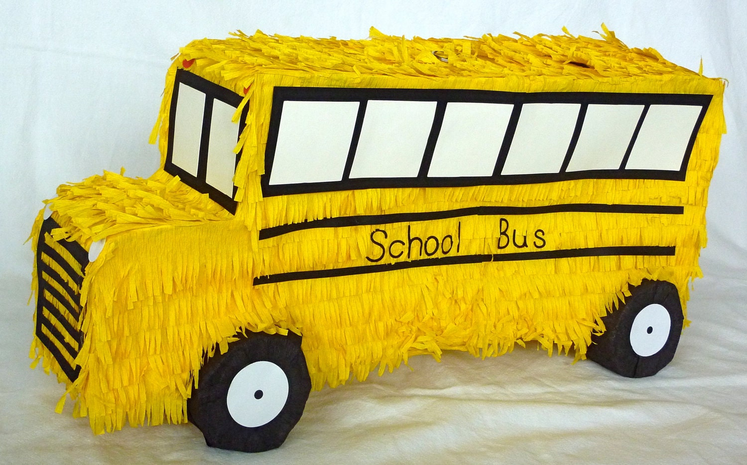 Pinata: Yellow School Bus - DalePinatas