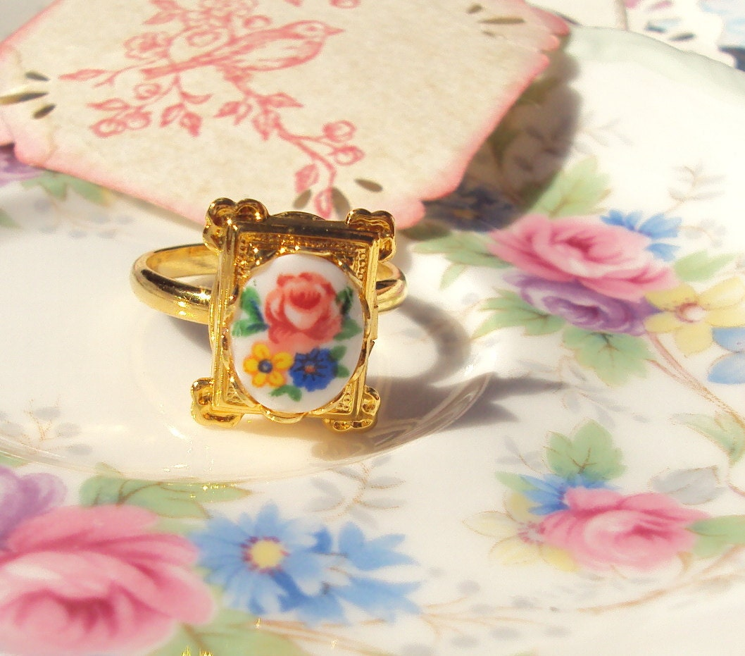 RoseMarie's Locket - Vintage Flower Locket Ring