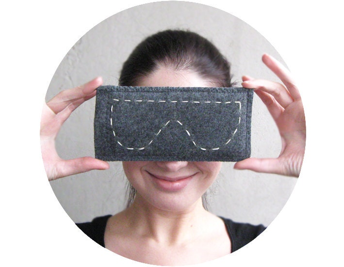 Funny eyeglasses case Organic wool felt Grey Unisex gift Urban city style Autumn and Winter Made to order - GalaBorn