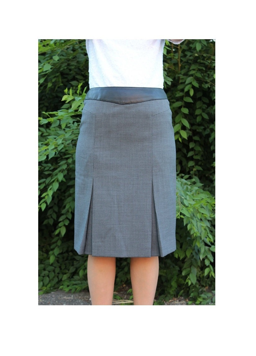 gray pleated pencil skirt with black accent size 4
