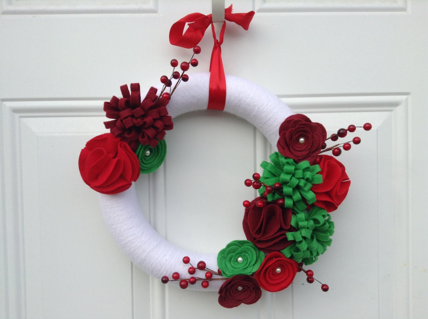 Christmas Wreath, Yarn Wreath, red, white and green Felt Flowers, Floral Wreath, Winter Wreath, holiday Wreath 12 inches - AnitaRexDesigns