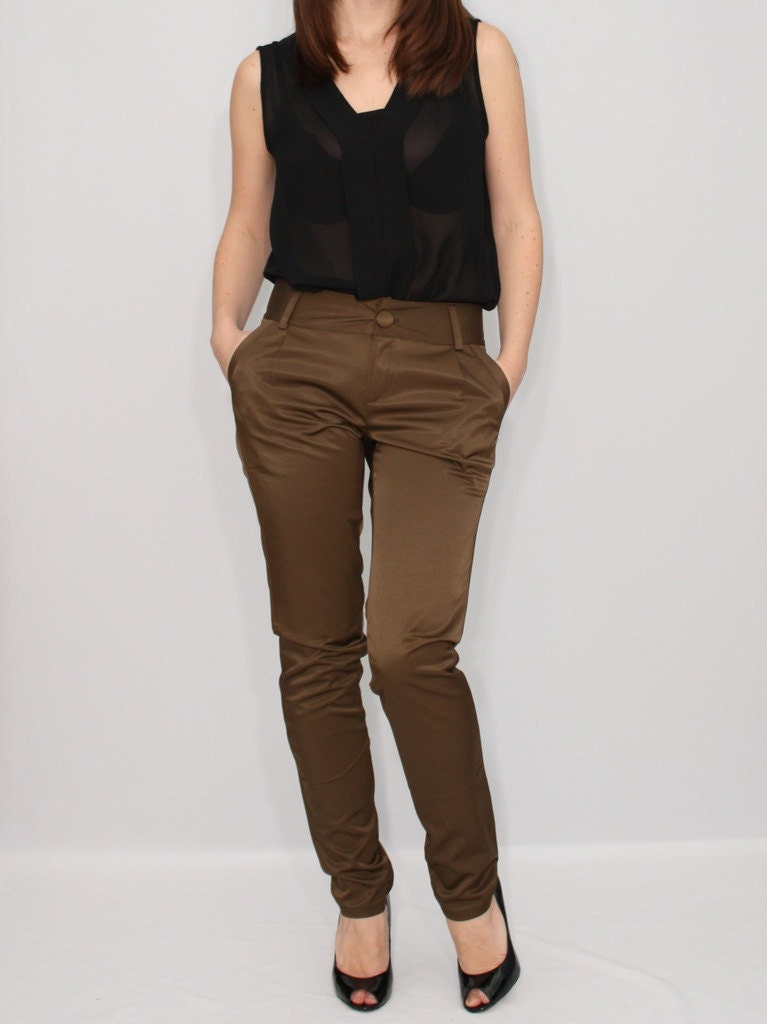 Product Features legging fit. For a roomier, trouser look/fit please order one.