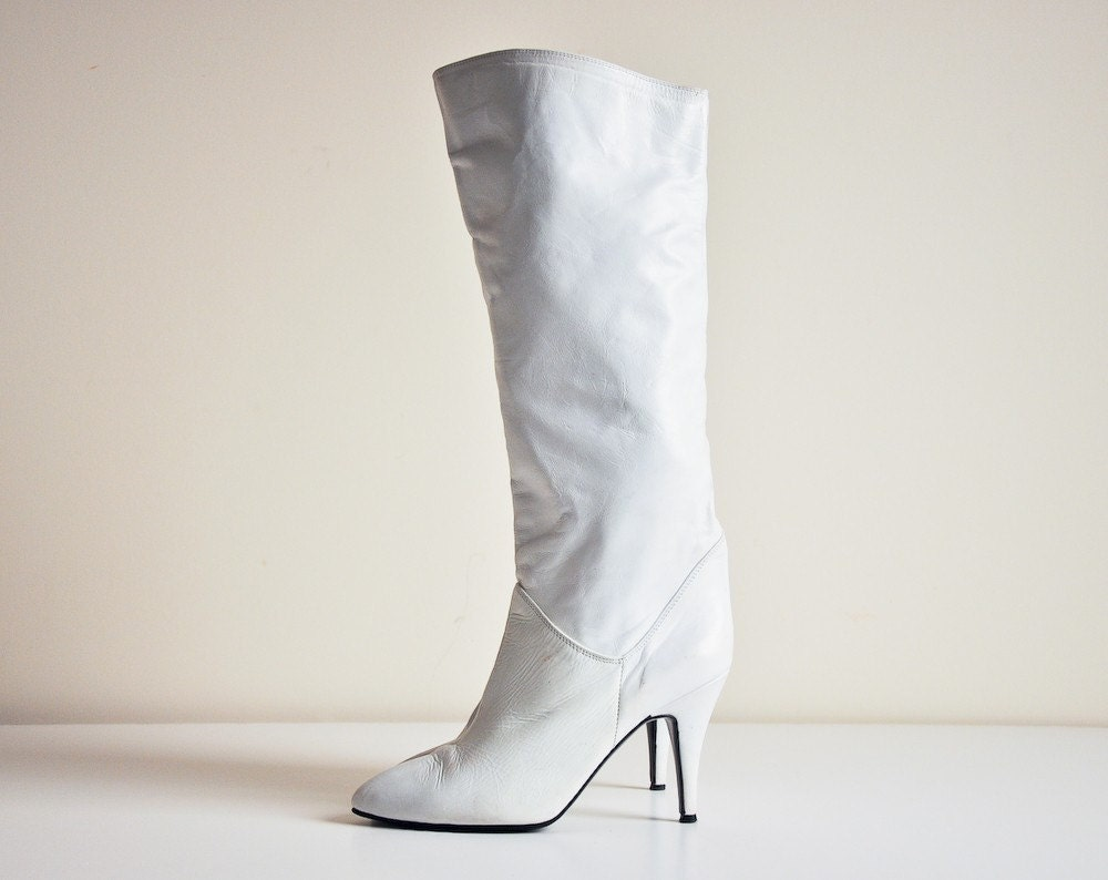 vintage white knee high boots 7 1 2 by persephonevintage