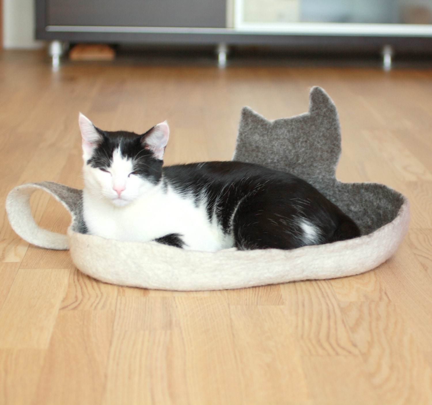 Cat bed - cat cave - cat house - eco-friendly handmade felted wool cat bed - dark brown with natural white - ready to ship - AgnesFelt