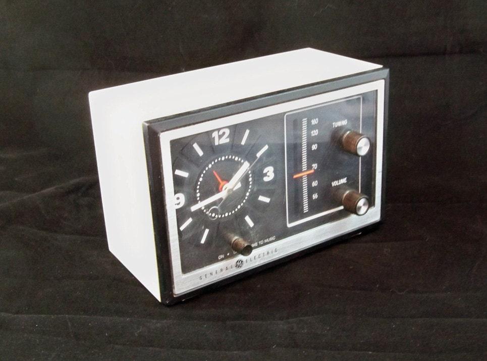 1970 S Ge Analog Am Fm Clock Radio Model No By Leapinglemming