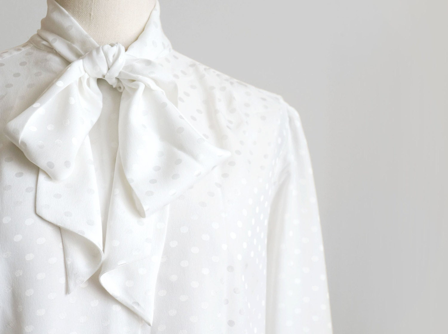 SALE Vintage womens white polka dot shirt in secretary style, white long sleeve geometric shirt with bow tie - plot