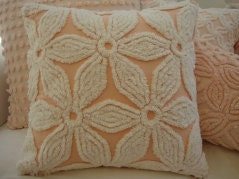 "ViNTaGe CHeNiLLe Peach  & WHiTe FLoWeR SHaBBy CHiC CoTTaGe 18"" PiLLoW - Sassycatcreations"