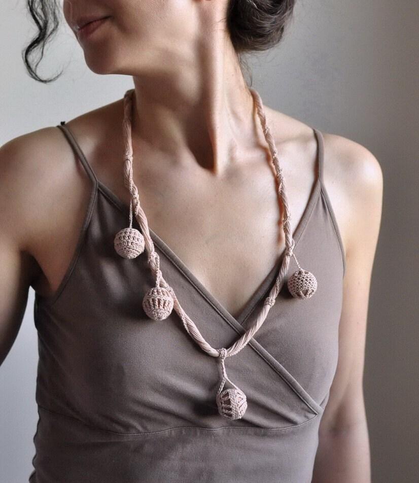 SALE-Holiday Touch - OOAK произвольной формы ручного вязания эко - ожерелье / галстуков / горжетка