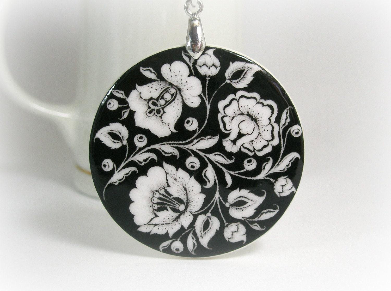 Black And White Flower Khokhloma Necklace, Russian Folk Art - ArtHarmony