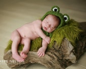 Hat- Crocheted frog for newborn children