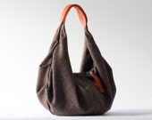Kallia in brown wool and Orange leather