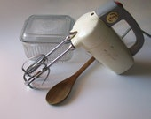 Vintage  Mixette Hamilton Beach Hand Mixer kitchen farmhouse 1950s retro