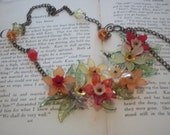 Wonderful daffodil necklace just in time for spring   NKL-0014
