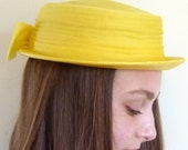 1960s womens hat - straw boater hat  - 60s hat in lemon yellow - QuinceVintage