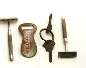 The Hotel Essex - Vintage Collection - Shoe Horn, Razors and Keys