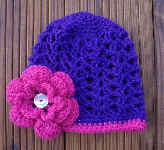 بچه کلاه بنفش با گل صورتی
