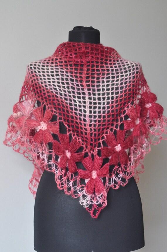 روسری صورتی مثلث موی مرغوز است که می تواند به دو روش استفاده می شود