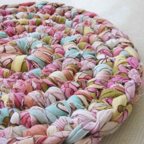 Table Coaster Rug Upcycled Bedsheet (Retro)