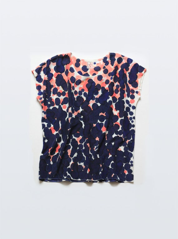 Silk Tee Scatter Dot in Coral & Raven Blue
