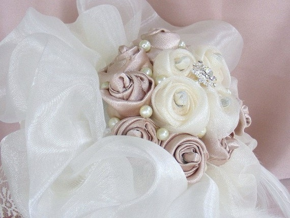 PRINCESS DREAM  Bridal brooch bouquet - ivory champagne - made to order