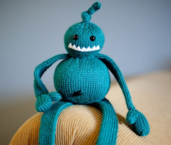 Angus the Attic Monster: Amigurumi Stuffed Animal Monster Toy