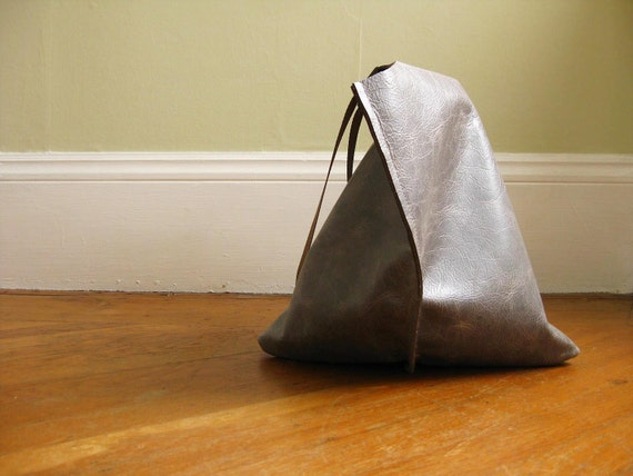 13in Wedge tote - Distressed gray