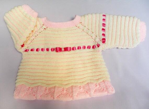 دست ژاکت کش باف پشمی کودک در رنگ های نرم بافتنی ، تزئین شده با روبان ساتن