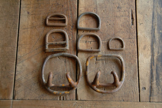 7 Rusty D-Rings, Cinches - Metal, Assorted Sizes