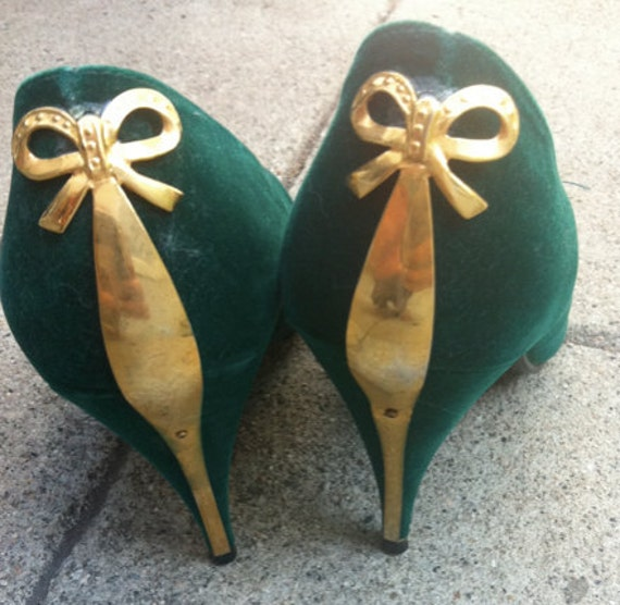 green velvet heels with gold bows on back